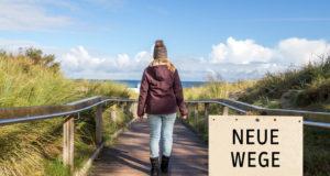 Neue Wege Frau auf Brücke